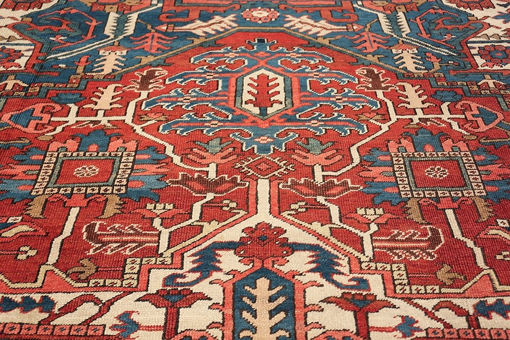 ANTIQUE PERSIAN HERIZ RUG, SIZE 10' X 13', LOT #6097 FROM NAZMIYAL